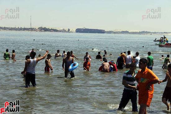 بحيرة التمساح الخيار الأول  للمصطافين البسطاء من المحافظات القريبة للاسماعيلية