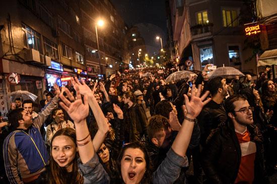 جميلات تركيا يحتجون ضد أردوغان