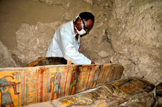 اكتشاف مقبرة (4)