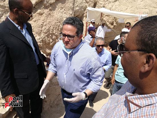 مدير آثار الأقصر يكشف تفاصيل المقبرة فى مؤتمر صحفى