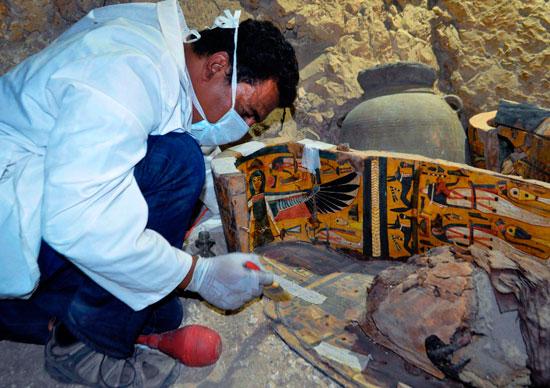 اكتشاف مقبرة (2)