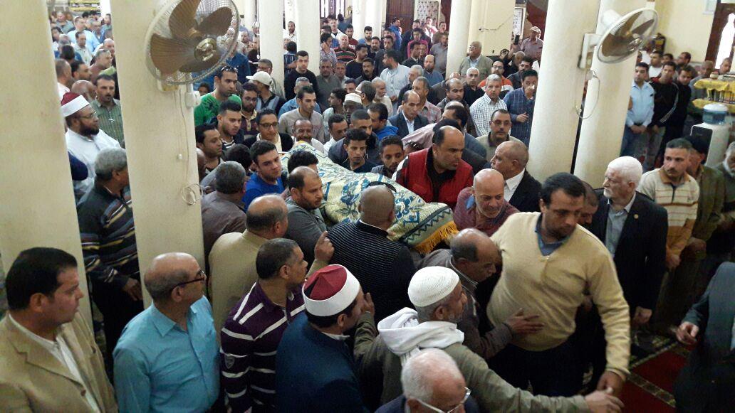 حشود في صلاة الجنازة