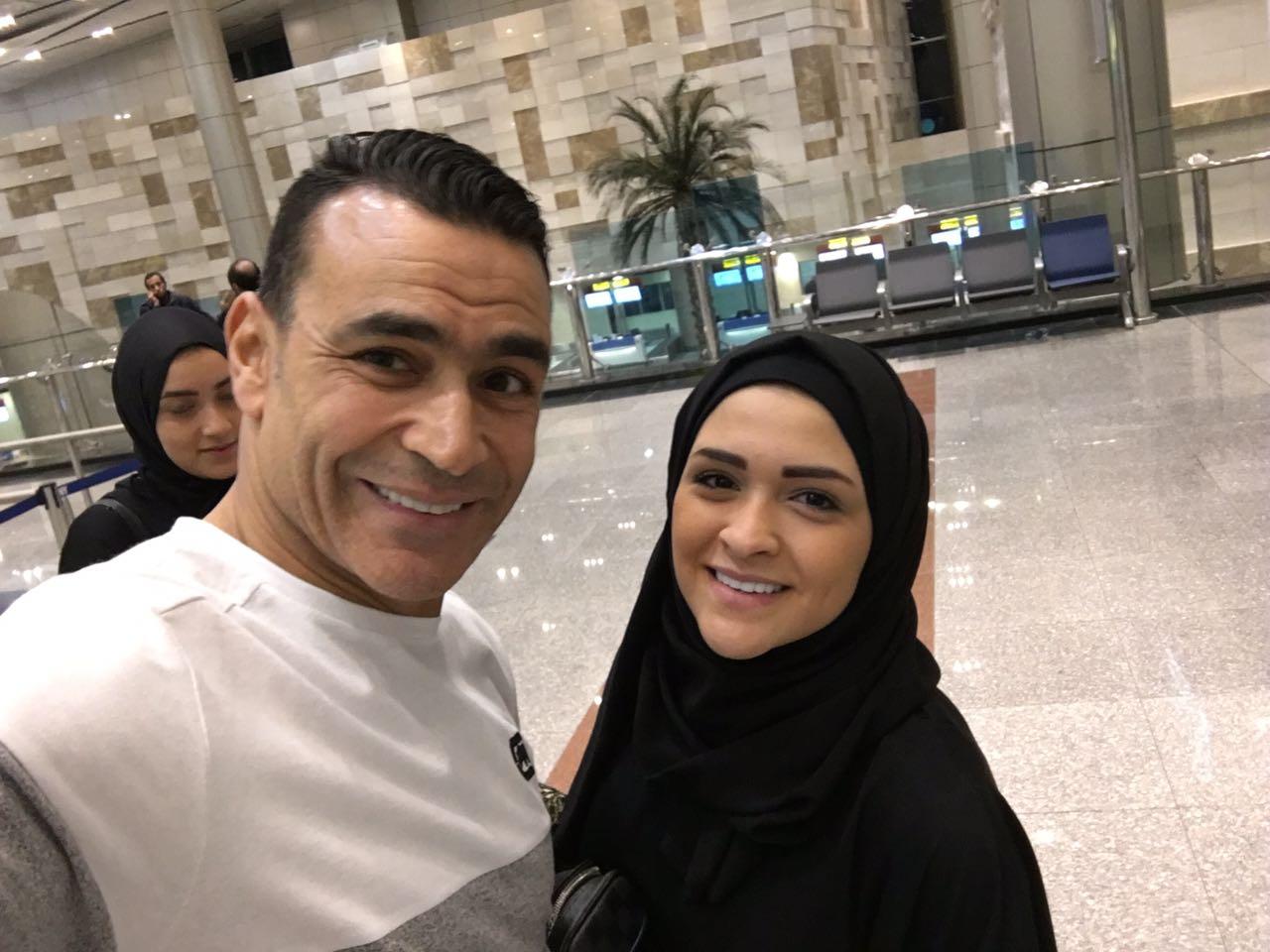 الحضرى مع اسرته فى المطار  (5)