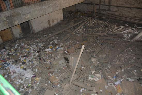 جانب من القمامة داخل مكتب التموين بشبرا الخيمة