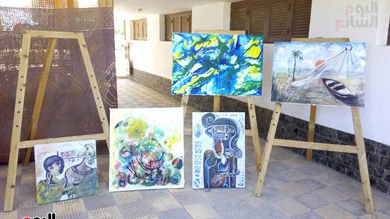 لوحة فنية رائعة من بين الاعمال الهامة بالمعرض