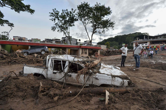تحطم سيارة نتيجة للفيضانات