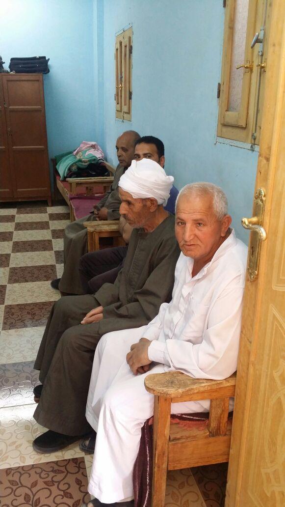 محافظ الوادى الجديد يلتفى مع اهالى قرية بولاق