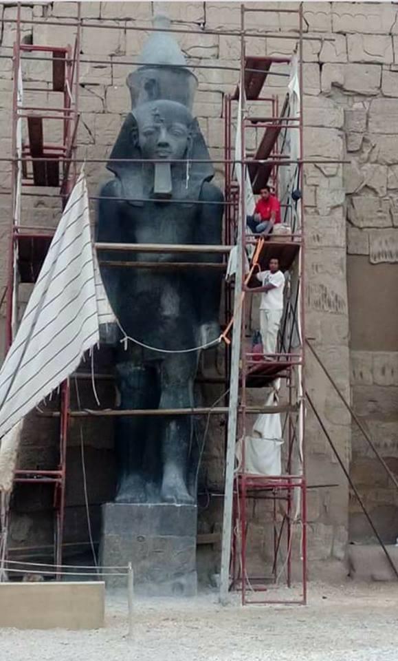 تمثال الملك رمسيس الثانى فى مراحل التنفيذ بمعبد الأقصر
