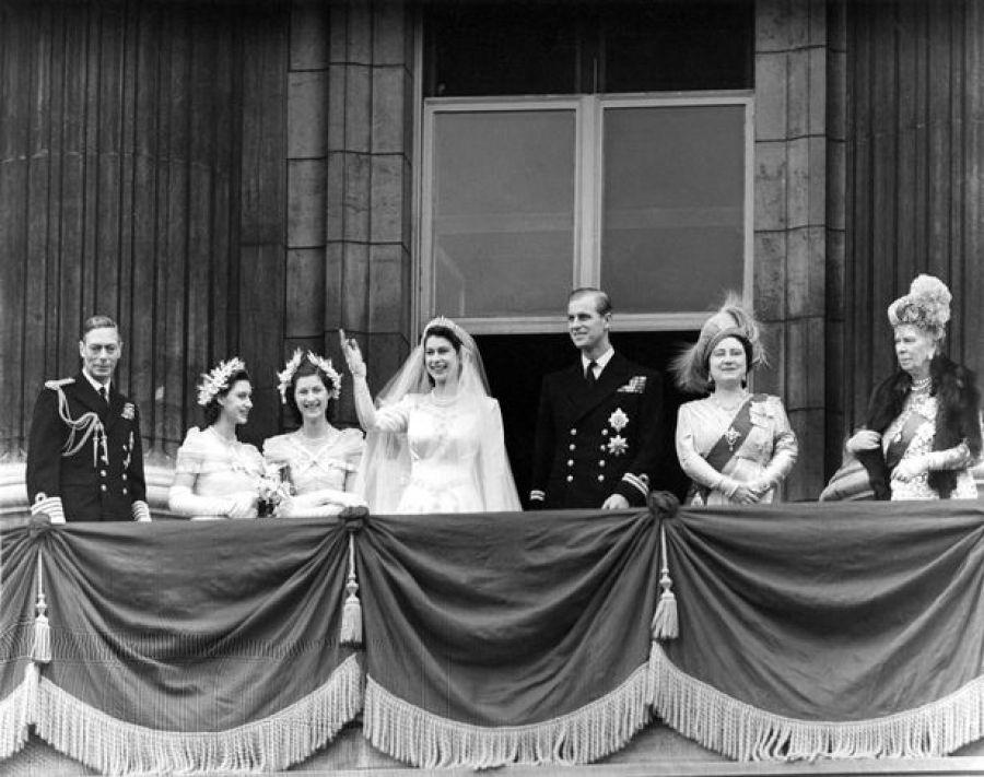 صور نادرة للملكة اليزابيث (1)