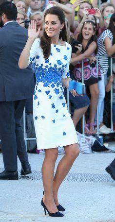 فستان أبيض فى أزرق