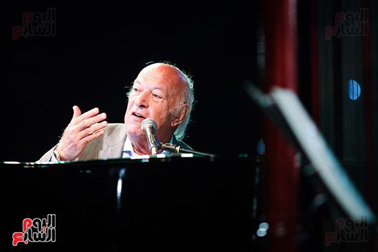 عمر خيرت يعزف أروع مقطوعاته الموسيقية فى حفل جامعة عين شمس (34)