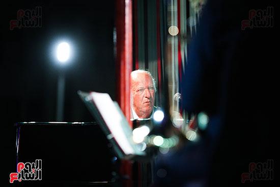 عمر خيرت يعزف أروع مقطوعاته الموسيقية فى حفل جامعة عين شمس (33)