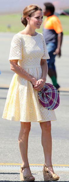 فستان أوف وايت