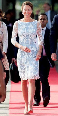 فستان أبيض فى لبنى