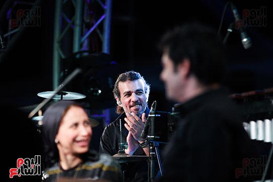 عمر خيرت يعزف أروع مقطوعاته الموسيقية فى حفل جامعة عين شمس (37)