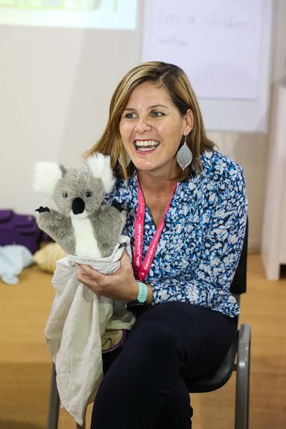 الكاتبة الأسترالية فى ورشة عمل للأطفال (4)