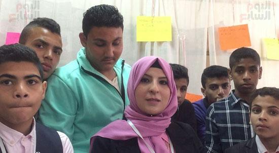 الدكتورة نسرين الفار مع الطلبة