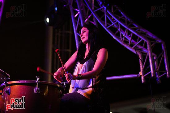 عمر خيرت يعزف أروع مقطوعاته الموسيقية فى حفل جامعة عين شمس (14)
