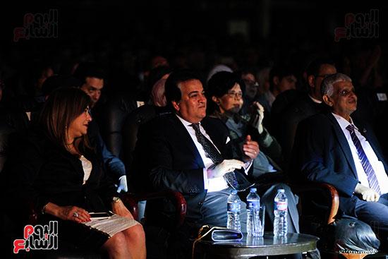 عمر خيرت يعزف أروع مقطوعاته الموسيقية فى حفل جامعة عين شمس (20)