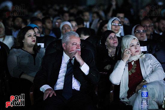عمر خيرت يعزف أروع مقطوعاته الموسيقية فى حفل جامعة عين شمس (32)