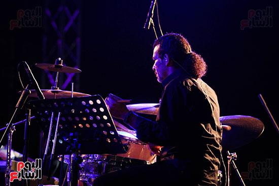 عمر خيرت يعزف أروع مقطوعاته الموسيقية فى حفل جامعة عين شمس (9)
