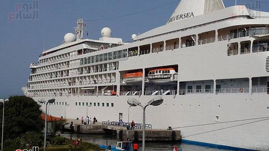 وصول السفينة السياحية سيلفر ويسبر