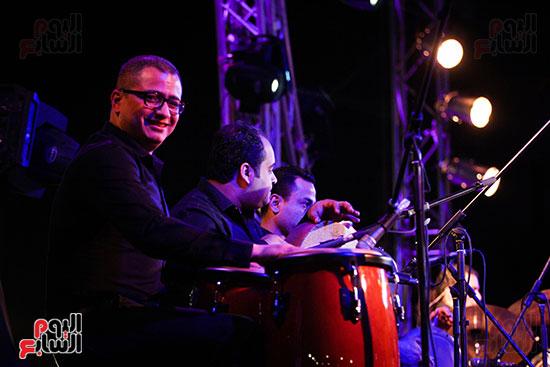 عمر خيرت يعزف أروع مقطوعاته الموسيقية فى حفل جامعة عين شمس (10)