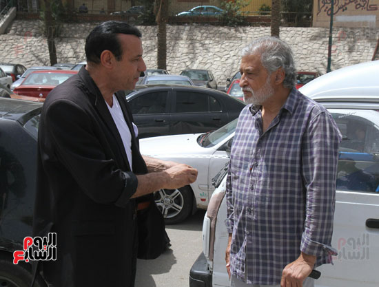نجوم الفن يشاركون فى تشييع والدة المخرجين شريف وعمرو عرفة (3)