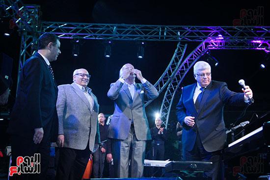 عمر خيرت يعزف أروع مقطوعاته الموسيقية فى حفل جامعة عين شمس (45)