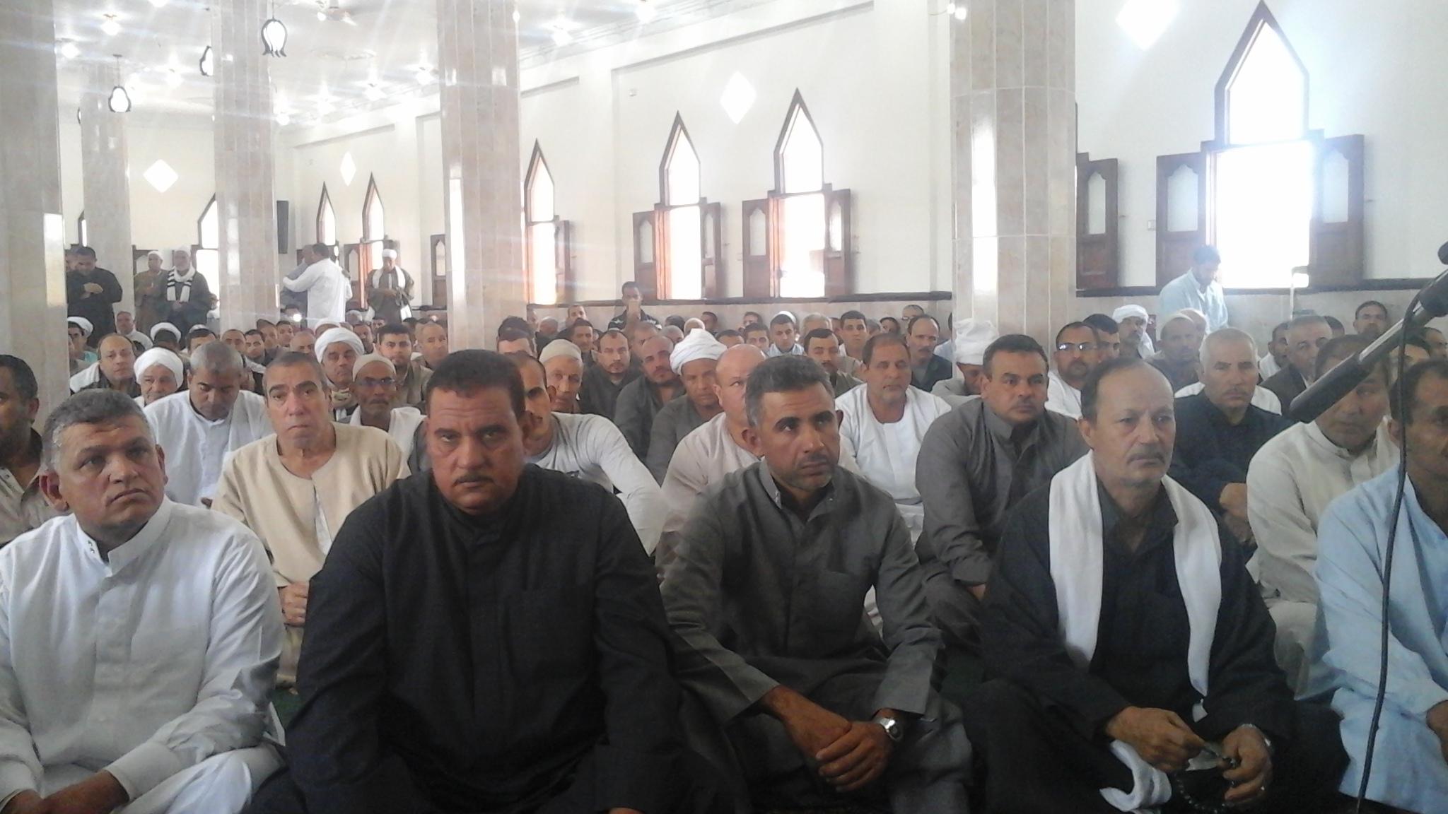 المصلين بالمسجد
