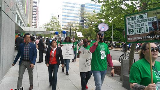 احتجاجات أمام البنك الدولى