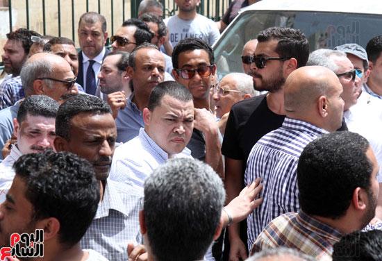 تشييع جثمان والدة المخرجين شريف وعمرو عرفة (2)