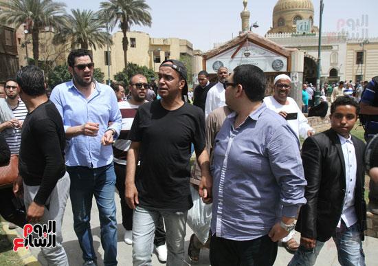 نجوم الفن يشاركون فى تشييع والدة المخرجين شريف وعمرو عرفة (4)