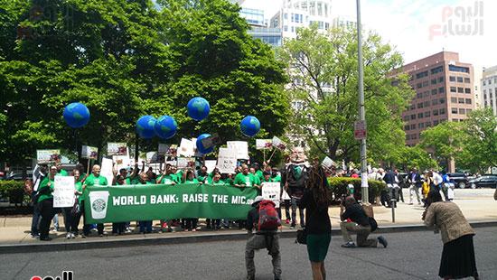 المحتجون الرافضون لسياسات البنك الدولى