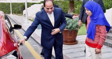 الرئيس عبد الفتاح السيسى مع منى السيد فتاة العربة