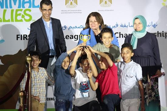 أسماء حسنى رئيس ايتيدا تكرم الفائزين المسابقة