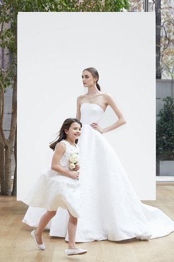 فساتين الأطفال جزء من مجموعة أوسكار دى لارينتا لفساتين الزفاف