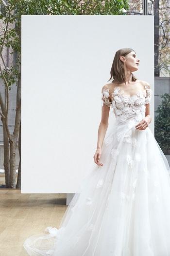 أوراق الشجر تغطى فستان عروس الربيع فى 2018