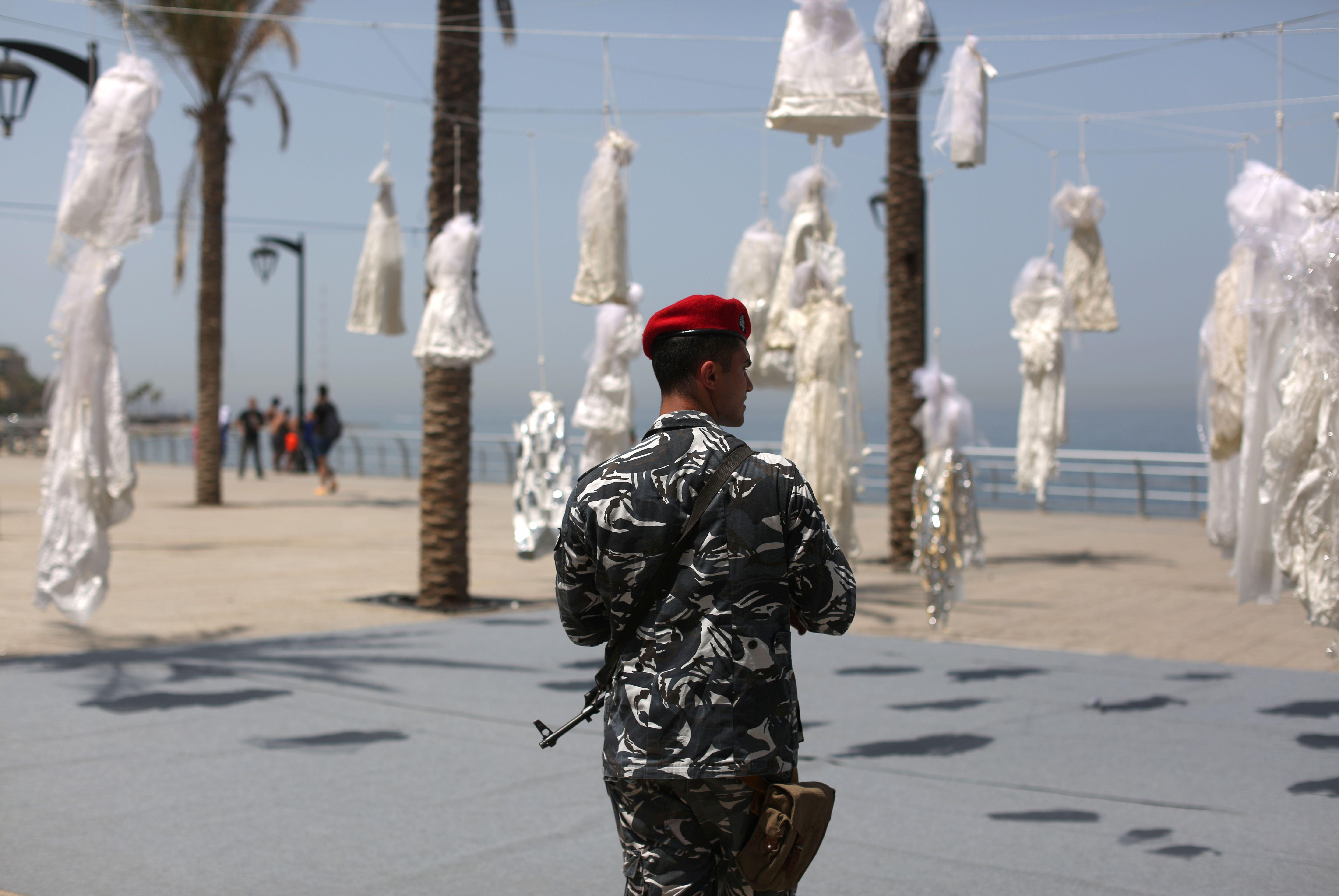 معرض رمزى للمطالبة بالغاء قانون يحمى المغتصب فى لبنان