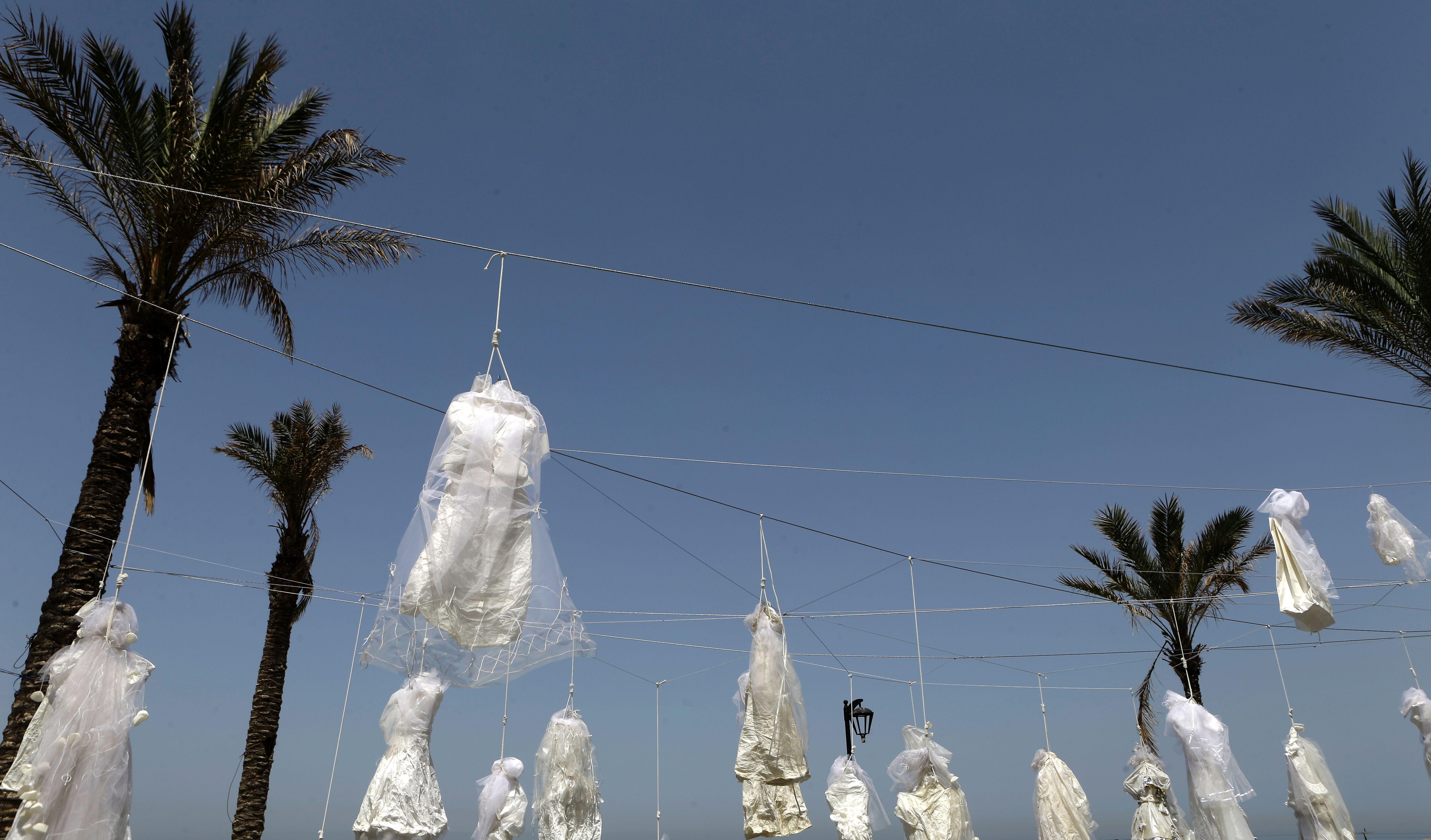 معرض رمزى للاعتراض على الاغتصاب فى لبنان