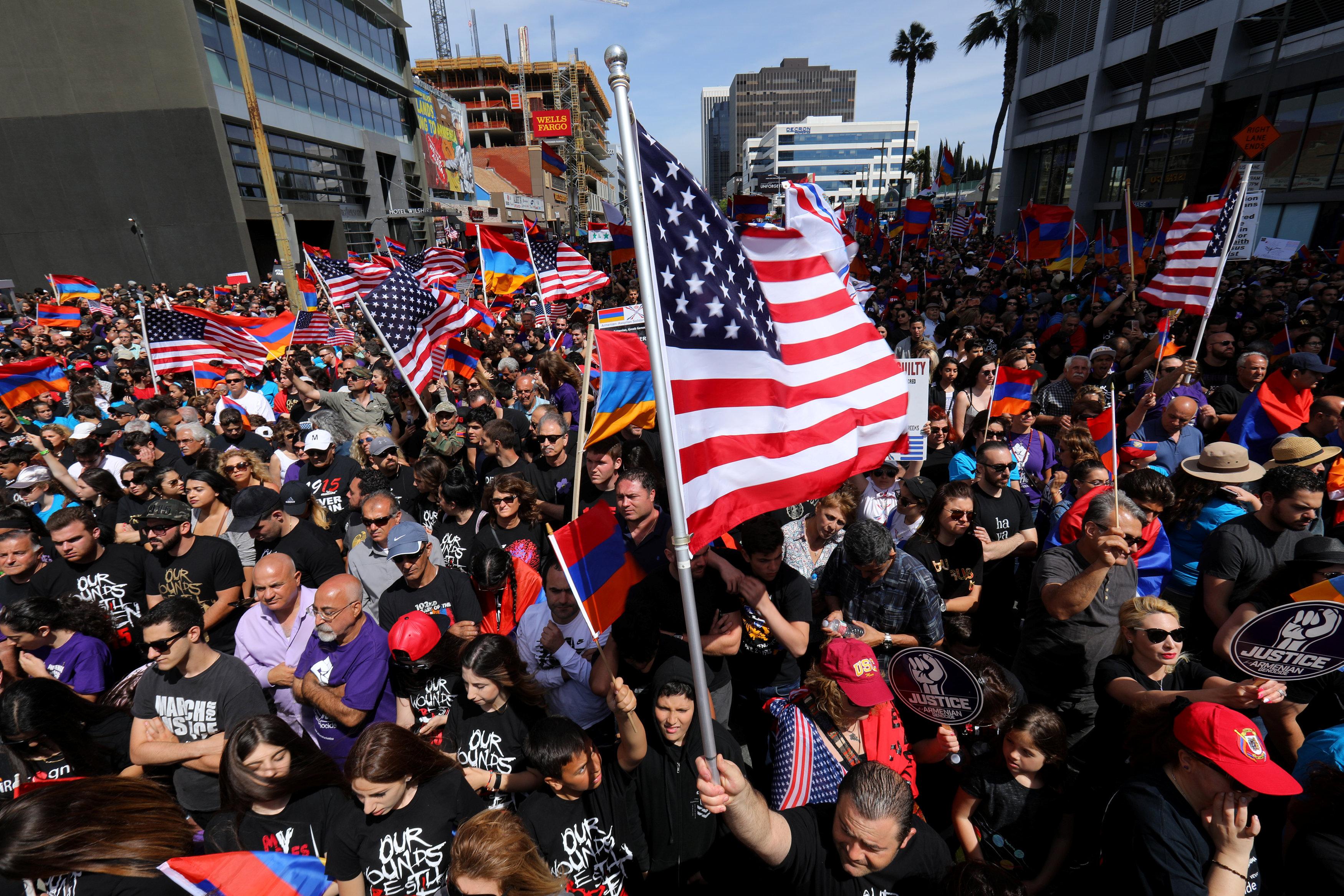 تظاهرات أمام السفارة التركية