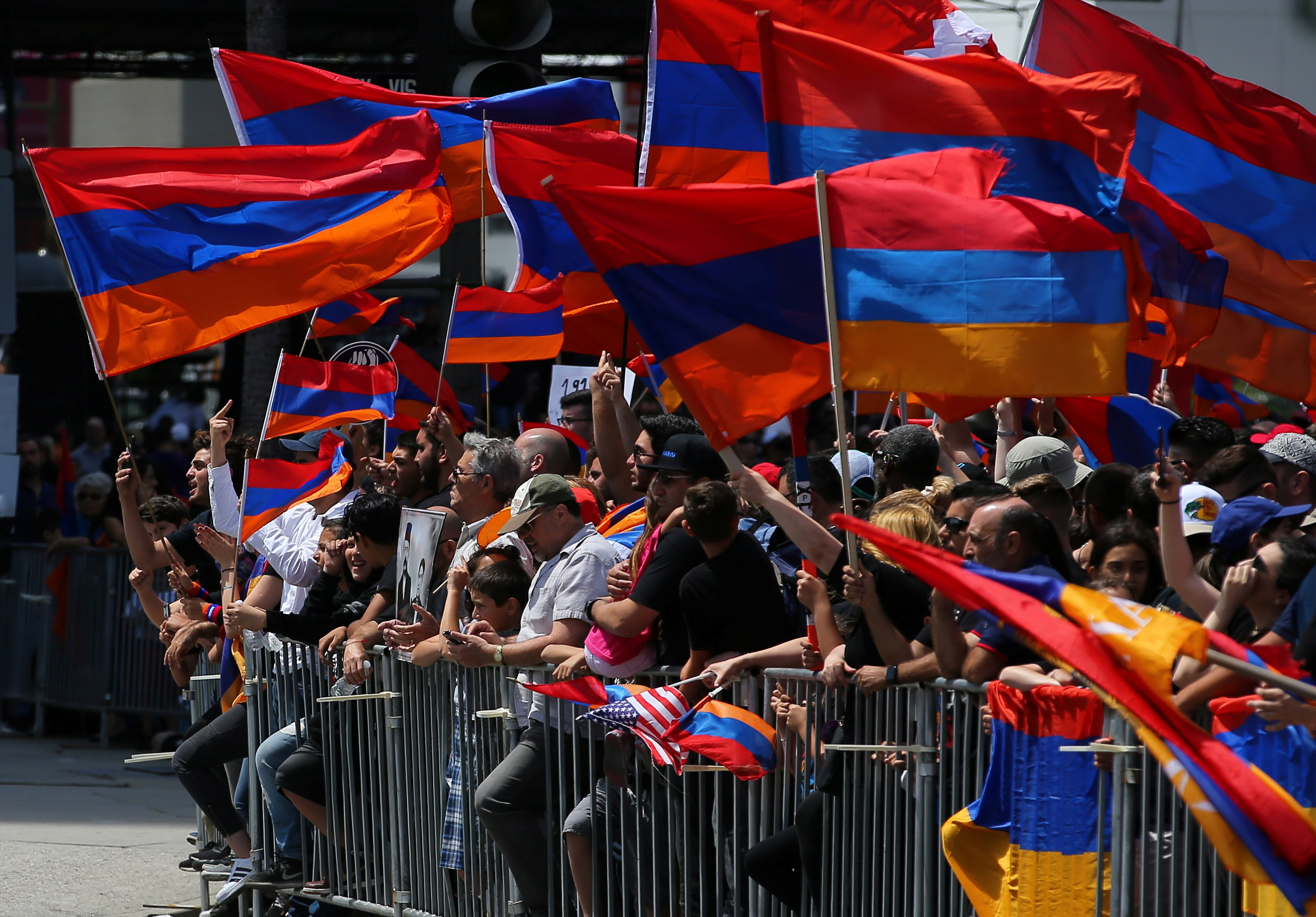 1240112-جانب-من-الاحتجاجات-أمام-السفارة-التركية