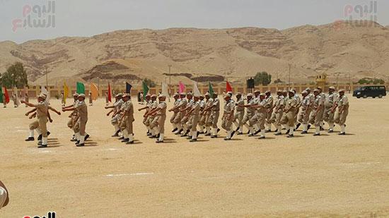 عرض عسكرى للقوات بأرض التدريب