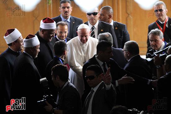 بابا الفاتيكان داخل مشيخه الازهر (8)