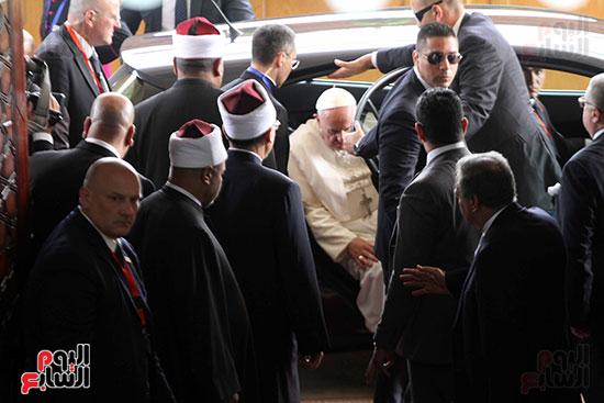 بابا الفاتيكان داخل مشيخه الازهر (1)