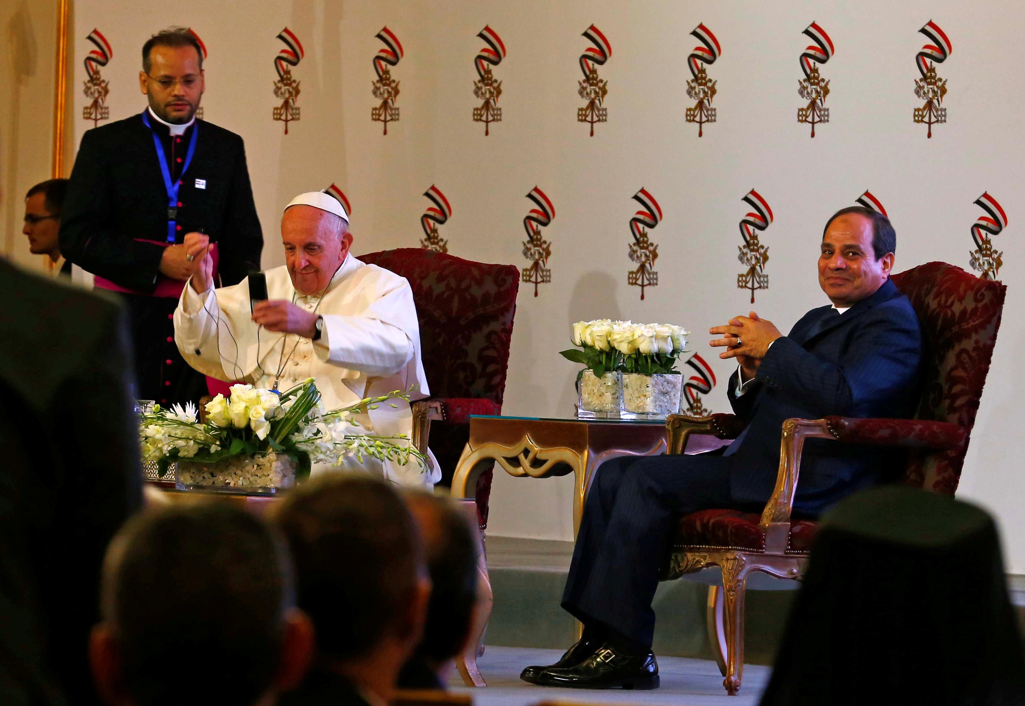 البابا والسيسي في فندق الماسة
