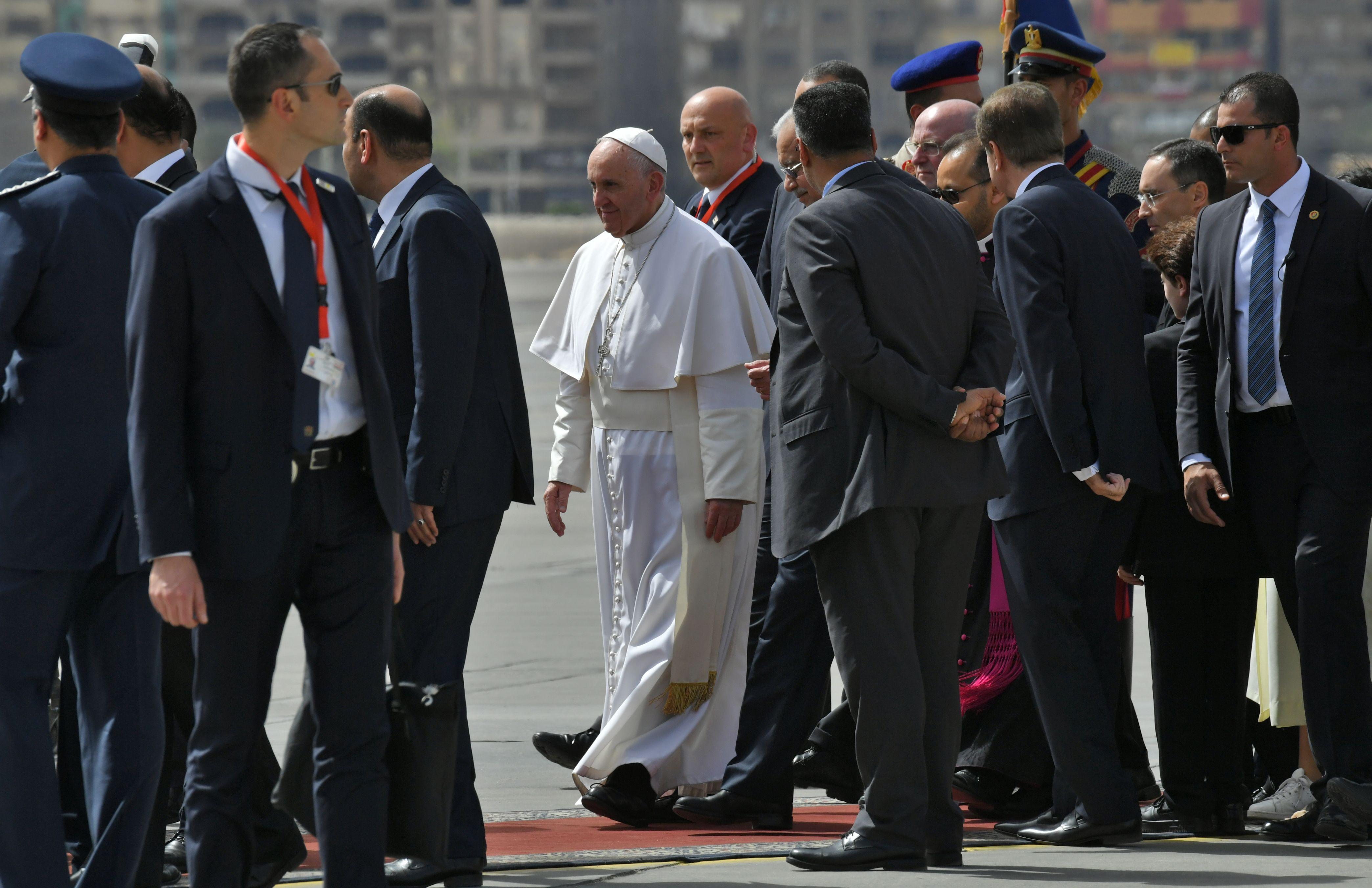 بابا الفاتيكان فور وصوله مطار القاهرة