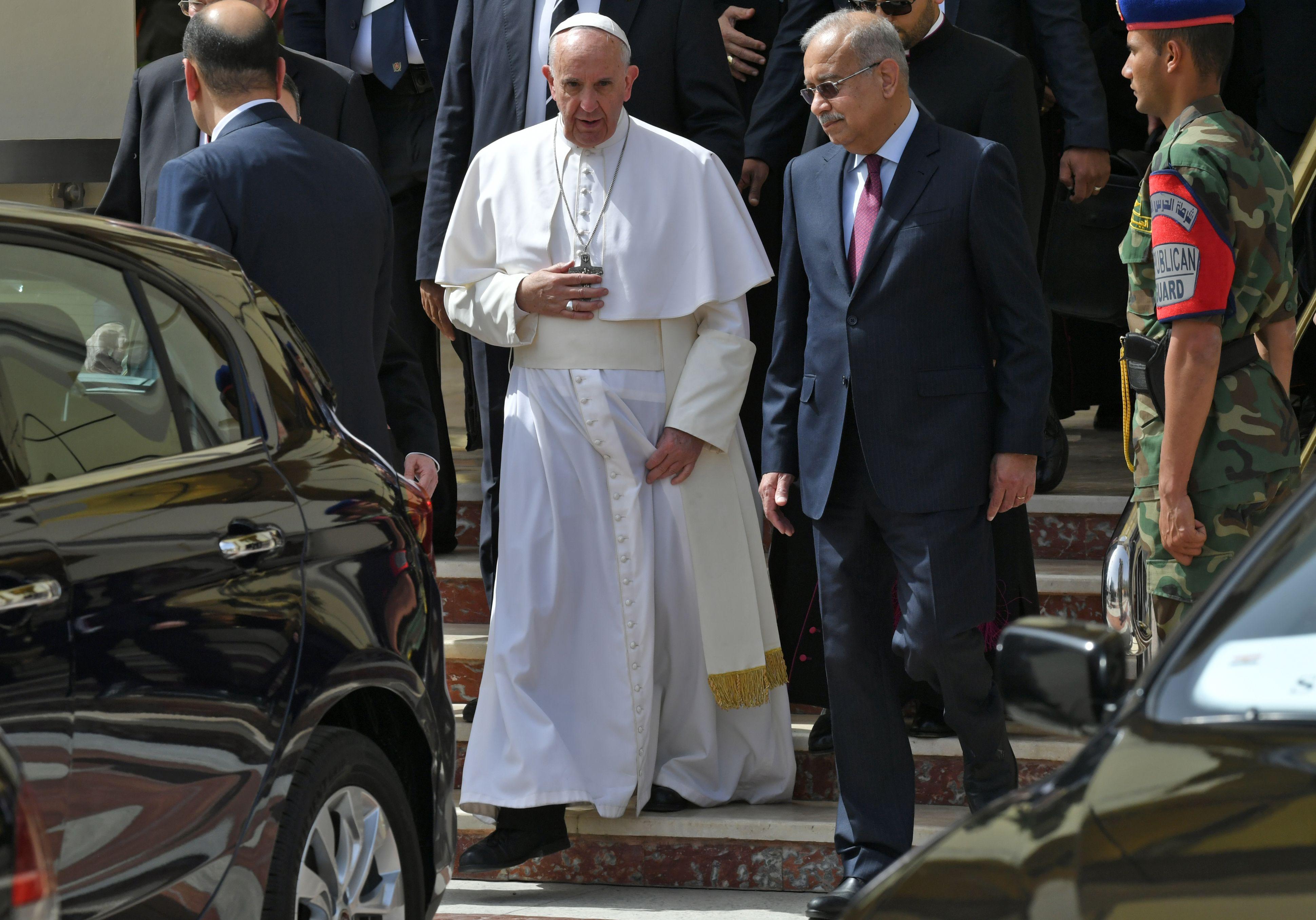 رئيس الوزراء يستقبل البابا