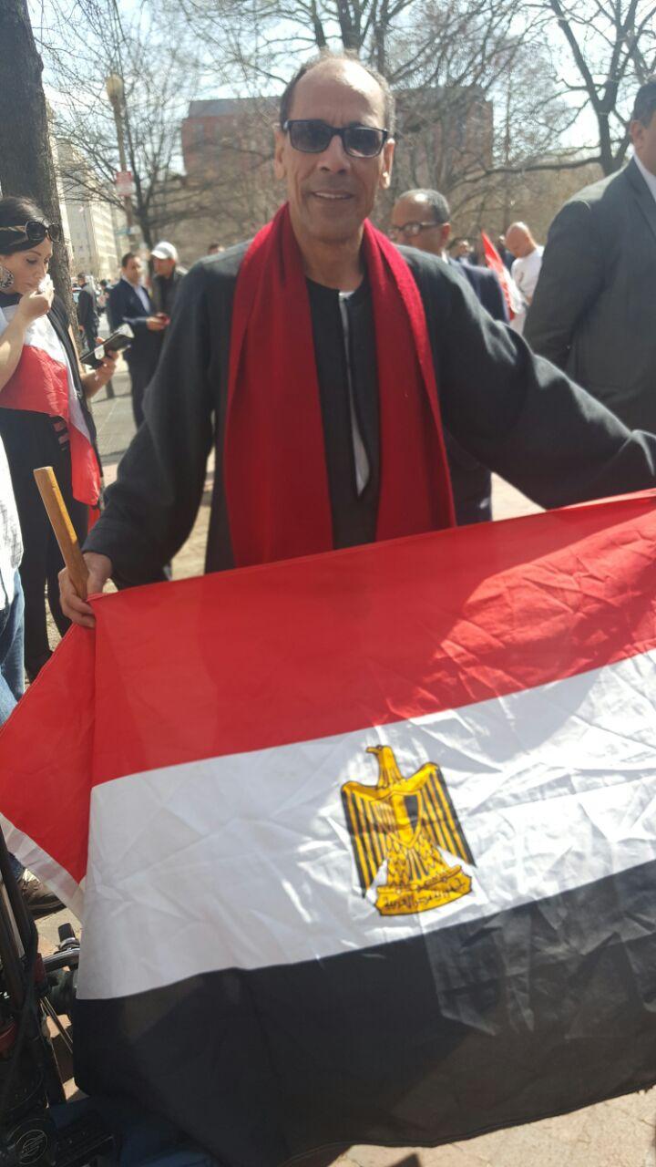 مصري بأمريكا يشارك في الوقفة المؤيدة بالجلباية