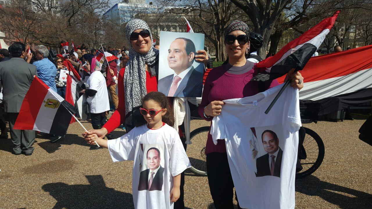 مشاركة الأطفال في الوقفة المؤيدة للرئيس السيسي